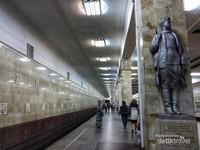 Salah satu sudut koridor dengan jejeran patung prajurit