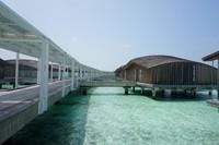 Deretan overwater villa di Club Med Finolhu, salah satunya tempat Hamish dan Raisa bulan madu