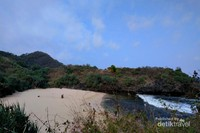 View Pantai Sedahan di sekitar Jembatan Pulau Kalong