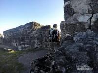 Melihat view Gorontalo dari puncak benteng