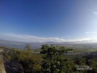 Pemandangan landscape Gorontalo dari puncak benteng otanaha yang tinggi