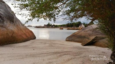 Cantiknya Pantai Tanjung Tinggi di Belitung