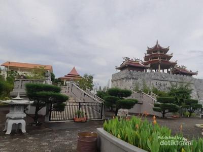 Melihat Patung Seribu Wajah Buddha di Pulau Bintan