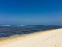 Pantai Ujung Genteng dengan ombak yang langsung berasal dari Samudera Hindia