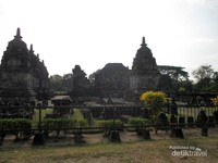 Candi Lumbung adalah salah satu kompleks candi Budha yang ada di dalam Taman Wisata Candi Prambanan.