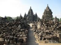 Candi Sewu adalah salah satu candi Budha yang ada di dalam kompleks Taman Wisata Candi Prambanan.