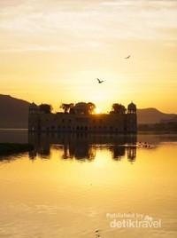 Sunrise di Jal Mahal