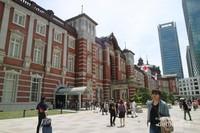 Arsitektur Tokyo Station yang artistik di antara bangunan-bangunan modern
