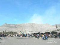 Warung sekitar area menuju Kawah Gunung Bromo