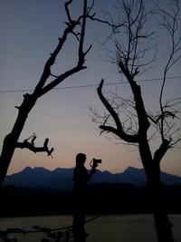Mencari objek swastamita atau pemandangan indah matahari terbenam di Waduk Gunung Rowo