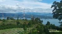 Pemandangan dari salah satu sisi bukit