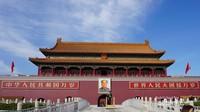 Gerbang Podium Tiananmen Square dengan potret masif Mao Zedong merupakan akses menuju lokasi penjualan karcis masuk Forbidden City