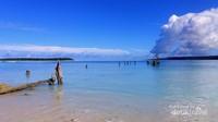 Ketenangan laut yang membiru di Dusun Pukarayat, Desa Tuapejat.
