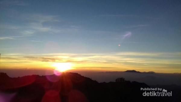 Matahari terbit Gunung Bromo