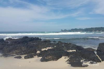 Pantai Sendiki, Si Cantik Sepi Pengunjung di Malang Selatan