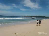 Hamparan Pasir Putih di Pantai Sendiki