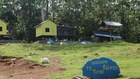 Taman kelinci ini terdapat di kawasan Puncak Meranti, atau titik tertinggi di Hutan wisata Meranti