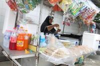 PKL yang menyediakan makanan halal di daerah Bangkok.