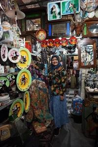 Belanja kebaya vintage di Pasar Triwindu