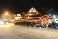 Salah satu jalanan di Singkawang yang masih ramai dini hari