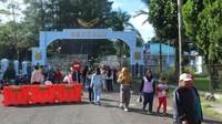 Weekend Market ini terletak di jalan utama menuju ke SESKOAU