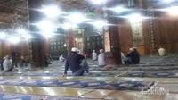 Para jamaah pria di Masjid Raya Xian