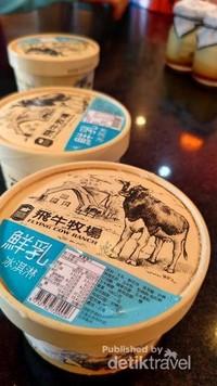 Ice cream dari susu  segar yang dihasilkan sapi dengan pakan organik di  Flying Cow Ranch .