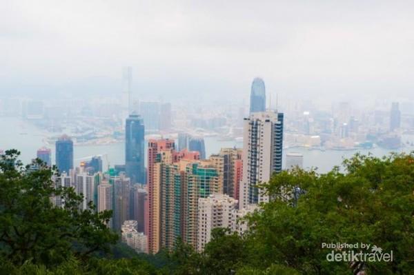 Pemandangan Hong Kong yang sedang badai