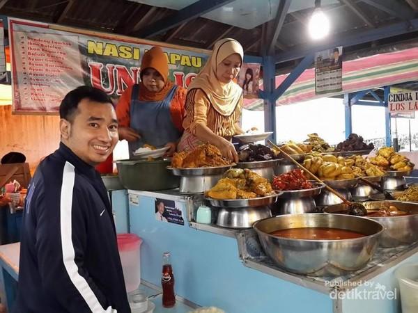 Nasi Kapau Uni Lis, Pasar Atas
