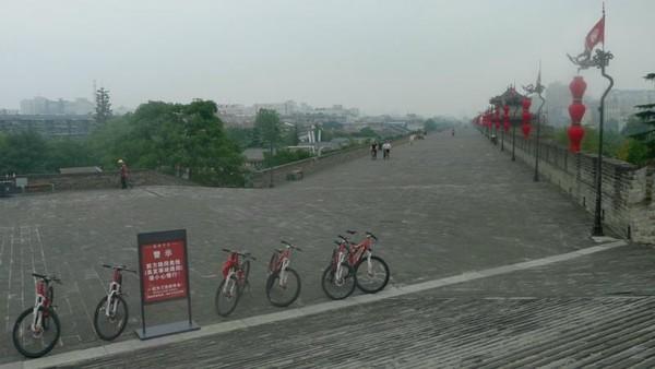 Sepeda seperti ini yang bisa kita pinjam di Xian City wall