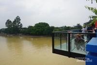 Panggung untuk berfoto di Jembatan Berendeng