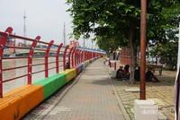 Berjalan menyusuri Cisadane Walk untuk ke Jembatan Berendeng