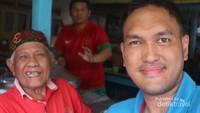Beruntungnya saya bisa bertemu dan mengobrol langsung dengan pemilik kedai, Haji Asan.