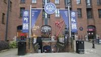 The Beatles Story museum terletak di Albert Dock, Liverpool.