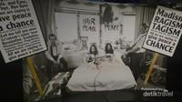 Terdapat juga ruangan yang bercerita mengenai kehidupan John Lennon