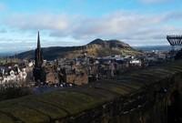 Pemandangan Kota Edinburgh nan cantik dari Kastil Edinburgh