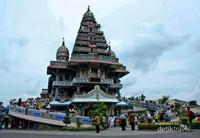 Gereja Katolik bergaya India-Mughal. Hanya 2 Velangkanni di dunia, salah satunya berada di Medan!