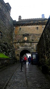 Dulunya kastil ini merupakan kediaman raja