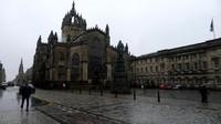St Giles Cathedral terletak di pusat kota tua Edinburgh, tepatnya di Royal Mile