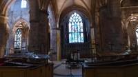 Interior katedral didominasi warna salem yang menyejukkan