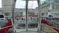 Dengan kecepatan 0,26 m/detik, London Eye tidak berhenti saat memasukkan atau menurunkan penumpang