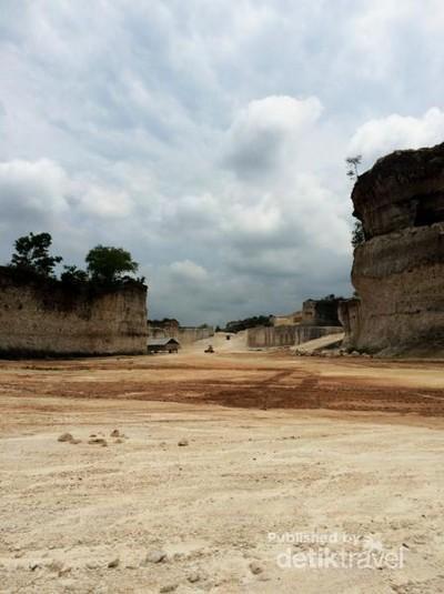Tebing Kapur yang Indah dari Madura