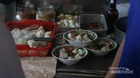 Umumnya, lontong kari di Bandung dinikmati saat sarapan