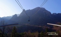 cable car menuju puncak mt. soerak, viewnya keren abis