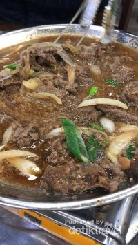 Beef Bulgogi, salah satu kuliner Korea yang wajib dicoba juga, Rasanya manis dan gurih, hampir sama seperti Sapi Kecap di Indonesia