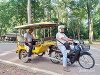 TukTuk Transportasi yang digunakan untuk berkeliling di kompleks Angkor Wat