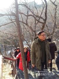 Mendaki adalah salah satu olahraga favorit bagi warga Korea Selatan