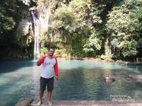 Air terjun ini berseberangan dengan Dempo Park