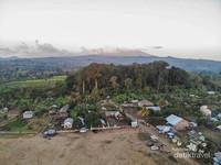 Dari sebuah desa kecil bernama Desa Pancasila kami memulai langkah mendaki Gunung Tambora