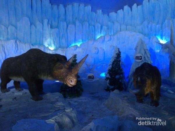 Binatang-binatang yang hidup di zaman es juga bisa ditemui di sini loh.